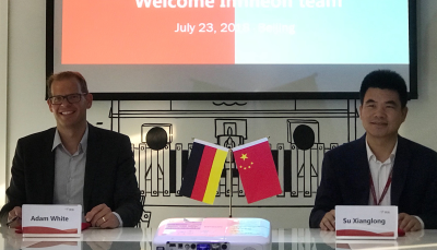 Adam White, senior vice president global sales of the power management and multimarket division at Infineon Technologies (left), and Xianglong Su on signing the strategic partnership for developing smart IoT ecosystems for the Chinese online retailer.