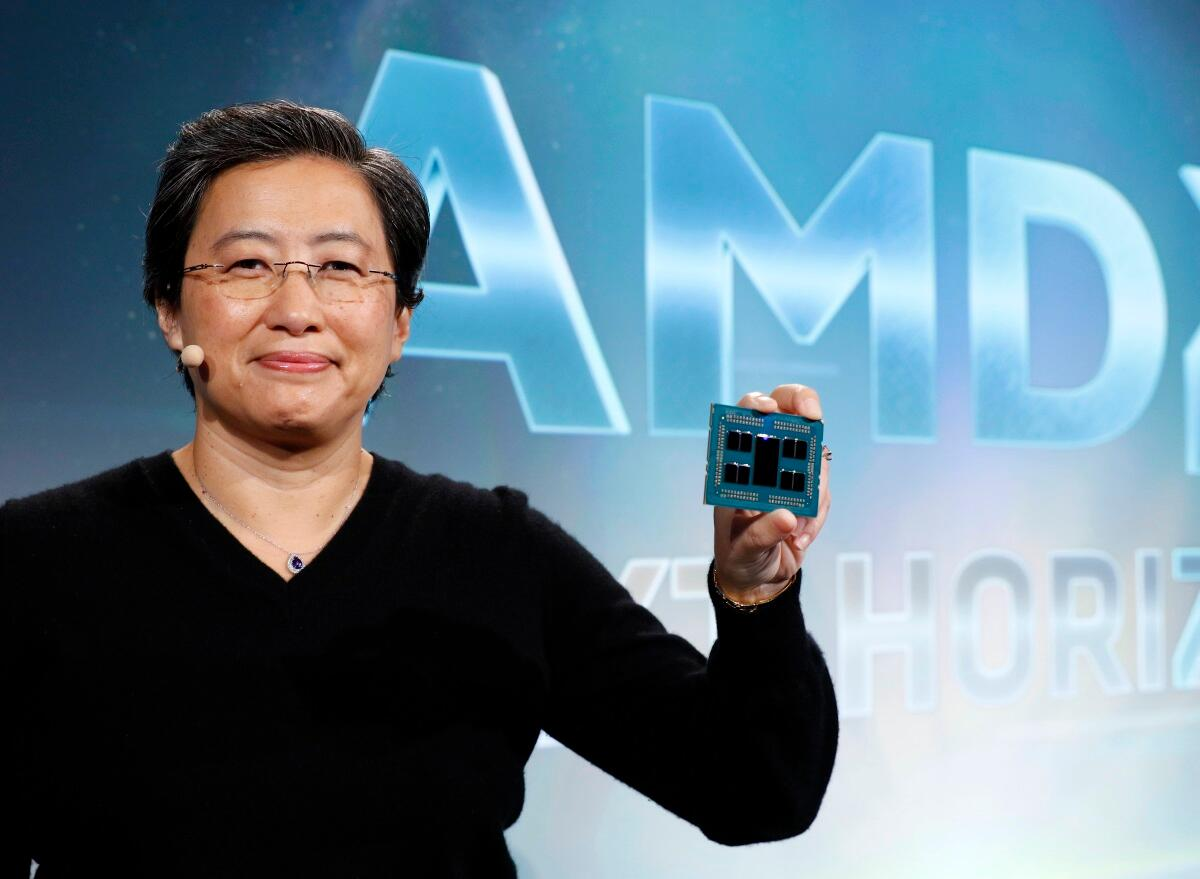 Lisa Su shows off a 7-nm Epyc that will ship sometime next year.